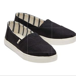 NWT Toms Black Heritage Canvas Cupsole Slip Ons
